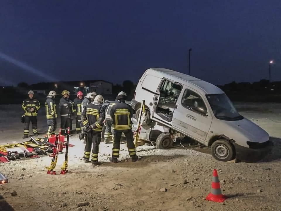 Osposobljeno više od 100 vatrogasaca Vatrogasne zajednice Grada Jastrebarskog