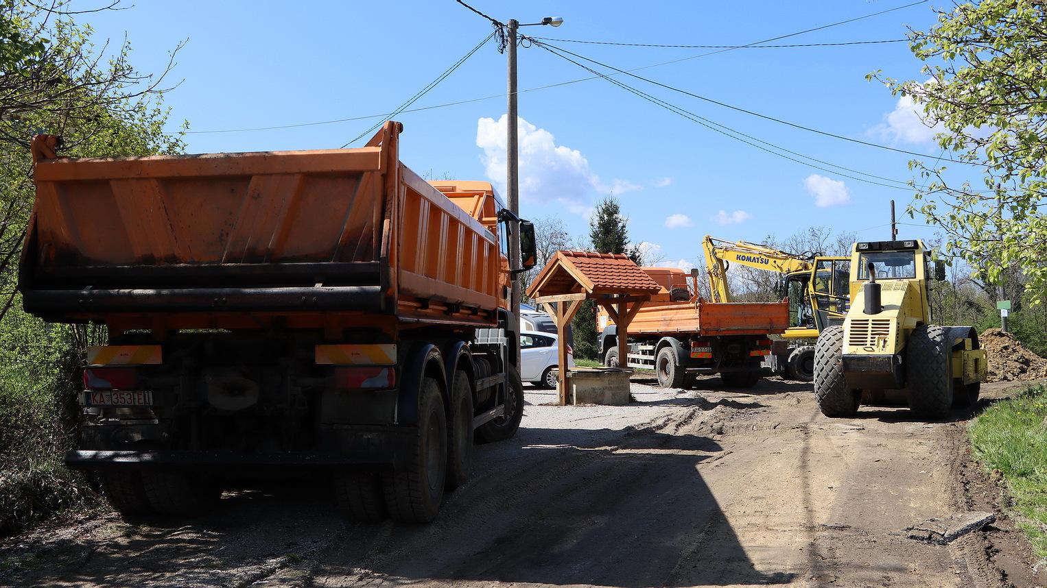 Započeli radovi na sanaciji prometnice u naselju Vukšin Šipak